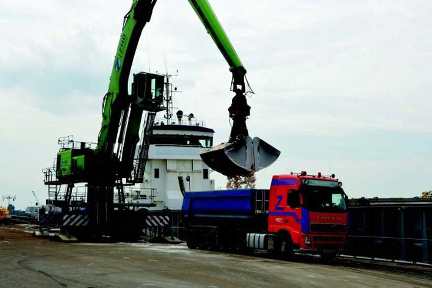 Unloading Bulk Materials from Ships